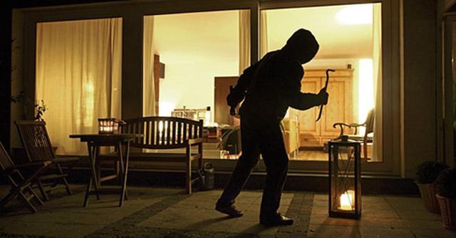Talvolta ci si arrangia con deterrenti alternativi, come lasciare la luce accesa anche di notte...