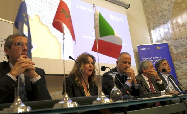Nella foto: da sx, Ettore Sanfilippo, Ines Curella, Youssef Balla, Antonio Coppola (presidente S. Angelo) e Leoluca Orlando