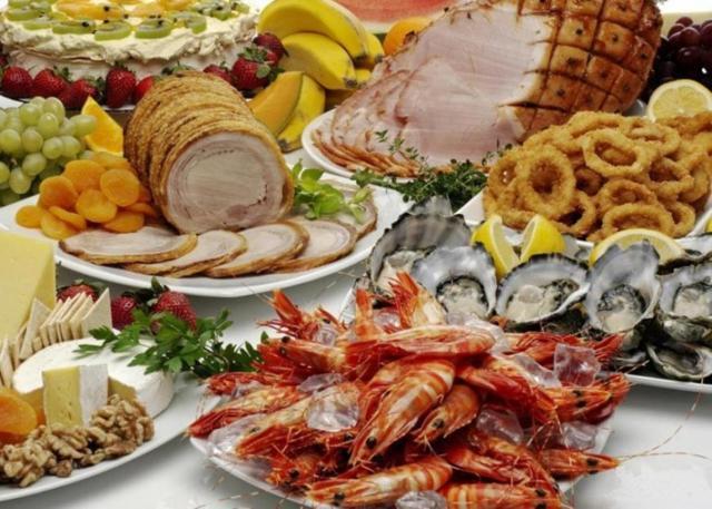 Nel menu della vigilia è stato servito soprattutto il pesce, presente in 8 tavole su 10. A Natale è prevalsa la carne e hanno vinto bolliti, arrosti e fritti, dall'agnello ai tacchini...