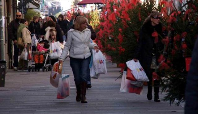 Le visite ai negozi a Natale aumentano del 165%