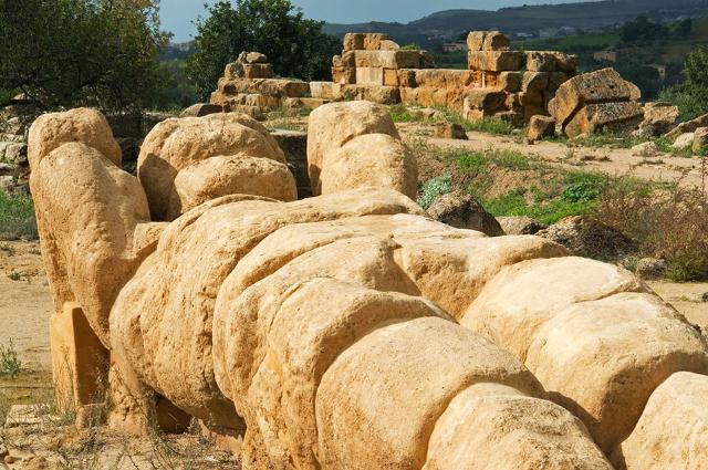 Uno dei giganti della Valle dei Templi tornerà in piedi