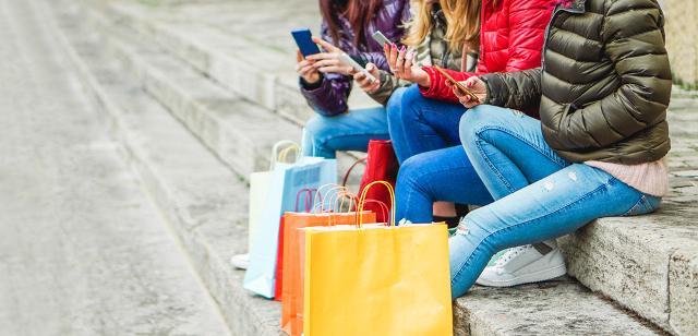 Quando si tratta di adolescenti lo shopping non è solo sinonimo di outlet griffati e grandi mall...