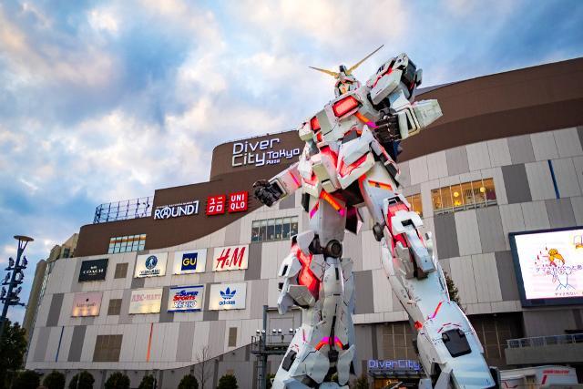 A Tokyo, gli appassionati di robot non potranno perdersi il Robot Restaurant nel quartiere di Shinjuku