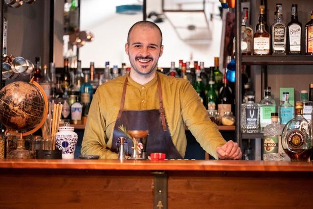 Carmelo Buda, proprietario e bartender di Oliva.co Cocktail Society di Catania