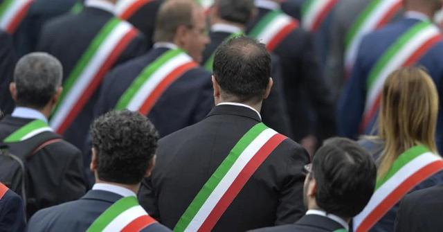 La marcia dei sindaci siciliani…
