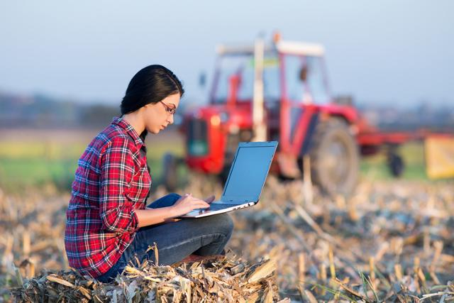 """Tra i giovani under 35 che hanno deciso di intraprendere un percorso lavorativo nell'agricoltura, sono tanti quelli provenienti da altri settori, i cosiddetti """"agricoltori di prima generazione"""", e tra questi un'altissima percentuale è laureata."""