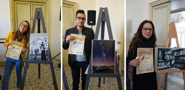Nella foto da sx: Ilaria La Placa (1a classificata), Luca Sabatino (2o classificato), Martina Polito (3a classificata).
