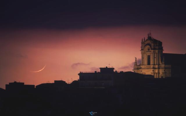 La luna ''invisibile'' su Modica di Alessia Scarso diventa foto della Terra del giorno