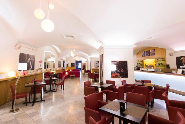 Il punto-ristorazione numero 10 dell'ERSU Palermo presso il Teatro Massimo