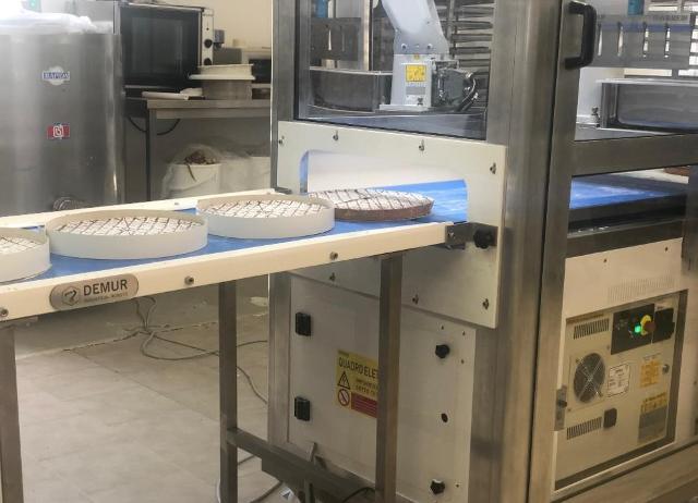 Un notevole aumento della capacità produttiva che non si è affatto tradotto in una riduzione del personale: i dipendenti di Vigap SpA prima impiegati nel taglio manuale delle torte da forno, infatti, oggi svolgono funzioni aziendali in ambito Ricerca e Sviluppo.