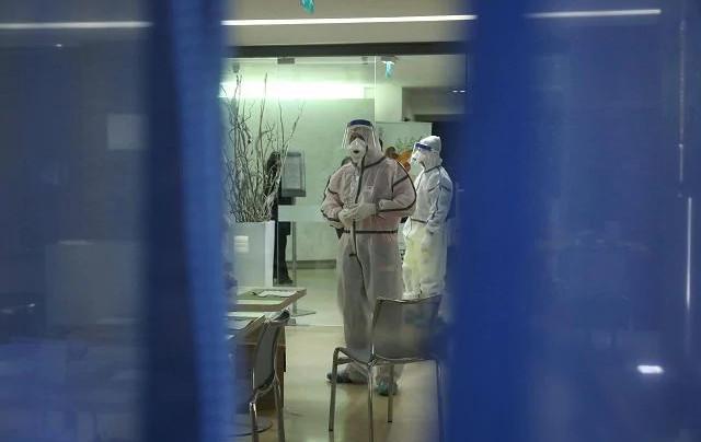 I controlli all'interno dell'hotel palermitano dove ha alloggiato la turista primo caso di Coronavirus in Sicilia