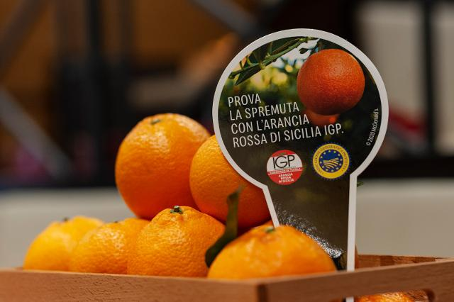 Nei McCafé d'Italia vengono servite spremute di Arancia Rossa di Sicilia IGP