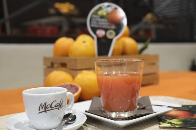Nei McCafé d'Italia oltre 700.000 spremute con Arancia Rossa di Sicilia IGP