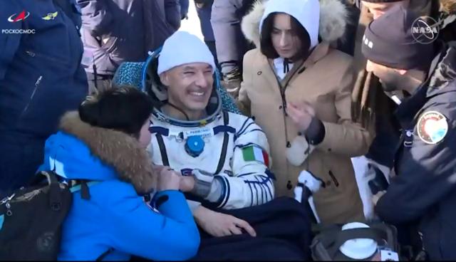 Luca Parmitano sorride, la missione Beyond si è conclusa con un successo (fonte: NASA TV, Roscosmos)