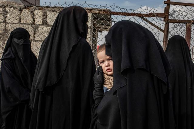 """Russian Mother and her Child at Al-Hol Camp"", foto di Alessio Mamo"