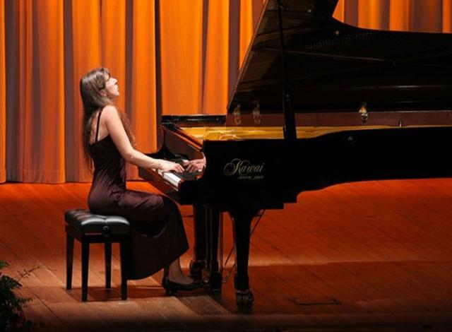 musiche-di-schumann-e-chopin-al-piano-anna-kravtchenko-il-calendario-fa-riferimento-ad-eventi-che-si-terranno-dopo-il-3-aprile