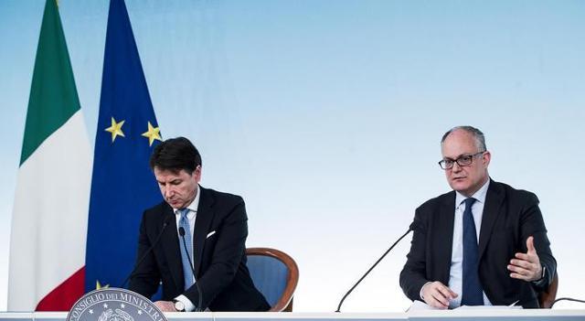 Il premier Giuseppe Conte e il ministro dell'Economia Roberto Gualtieri - Foto d'archivio