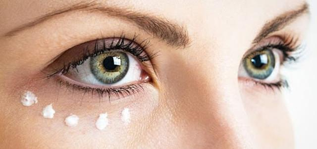 4. Cura il contorno occhi