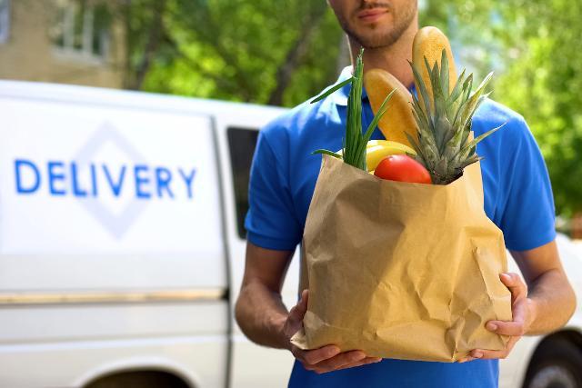 Iorestoacasa.delivery, nasce la rete dei negozi di vicinato che portano la spesa a casa