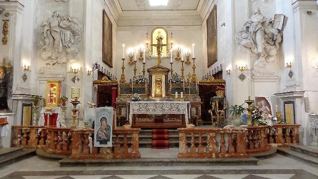 """Presbiterio della chiesa di Sant'Agostino (nota localmente come """"Santa Rita"""") a Palermo - ph Effems"""
