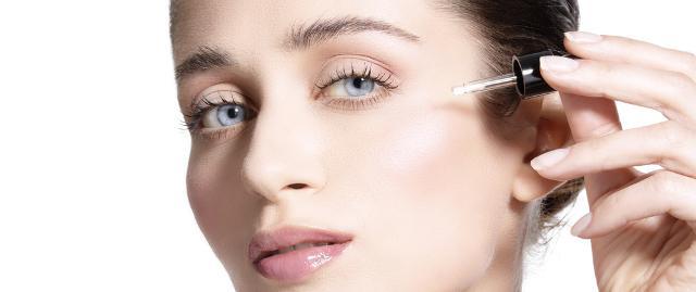 7. Di sera la pelle è super-attiva, applica prodotti rigeneranti
