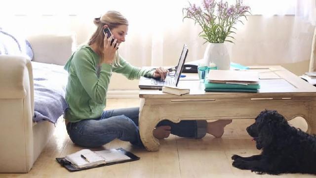 """Si chiama """"lavoro agile"""", smart working dall'inglese, ma per la colonna vertebrale è tutt'altro che agile il lavoro da casa..."""