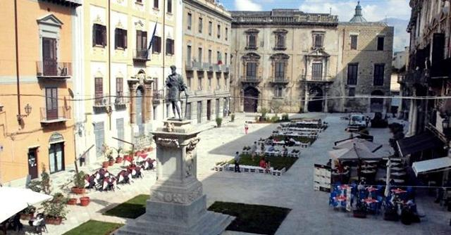 Centro Storico di Palermo, Piazza Bologni
