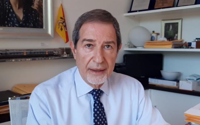 Pacco bomba sui binari della tratta Catania-Militello e minacce per il governatore Musumeci