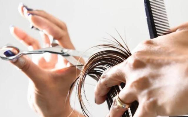 I parrucchieri così non possono farcela…