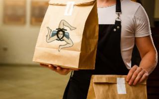 Consegne a domicilio e delivery food: così la ristorazione sopravvive in Sicilia