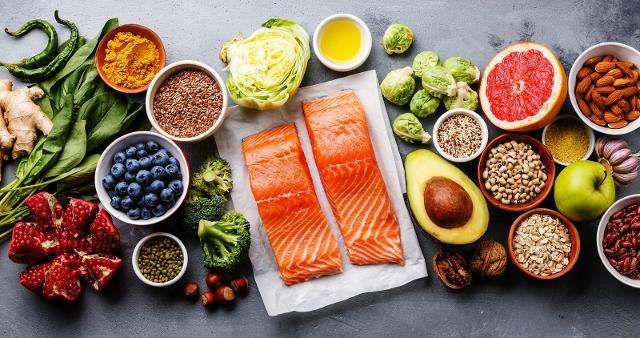 Per ottimizzare le funzioni del sistema immunitario sono importanti le vitamine C, E, A, D e i minerali antiossidanti zinco e selenio...
