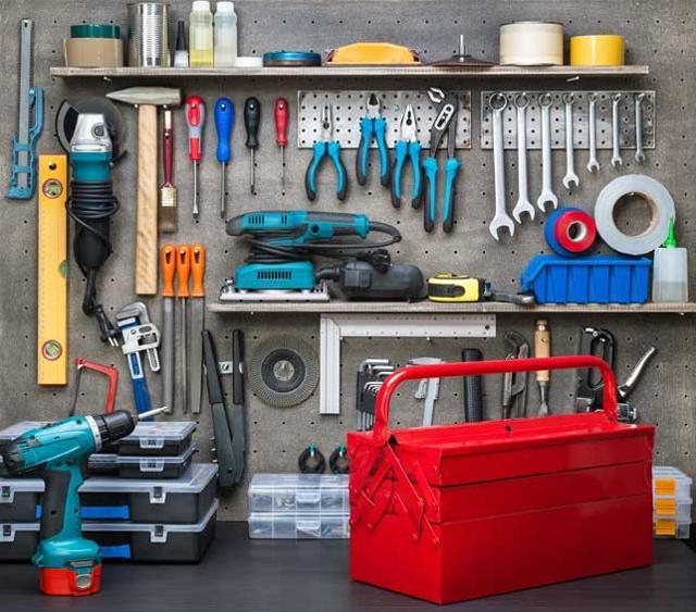 Gli utensili che non possono mancare nella nostra cassetta degli attrezzi se abbiamo deciso di metterci all'opera...
