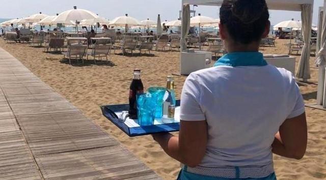 """Il progetto """"Spiaggia 4.0"""" permette la consultazione del menù dal proprio smartphone e fare l'ordine dall'ombrellone, senza doversi recare al chiosco ed evitando inutili assembramenti"""