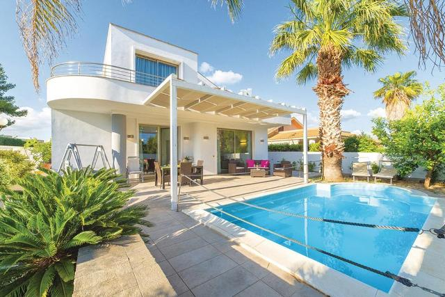 Questa estate ferie siciliane in casa vacanze (rigorosamente con piscina e wi-fi)