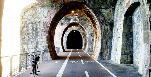 Pista ciclabile realizzata su un ex tracciato ferroviario in Liguria