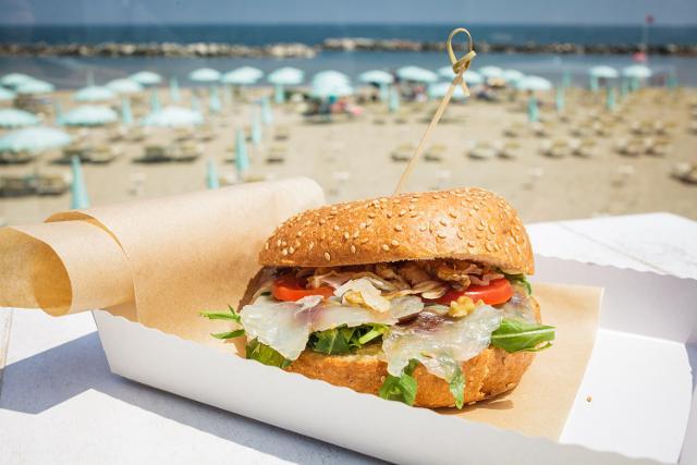"""Il progetto """"Spiaggia 4.0"""" è acquisto dalla spiaggia, ricezione all'ombrellone"""