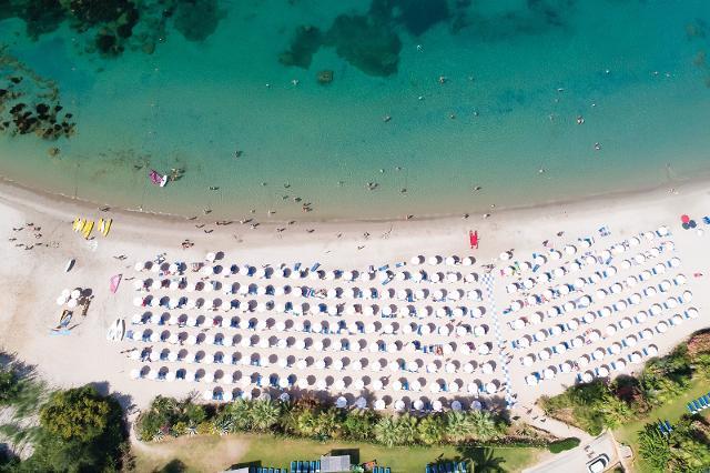 La spiaggia dell'Hotel Torre del barone di Sciacca