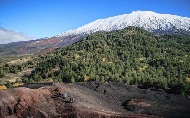 Sull'Etna, verso i coni eruttivi di Monti de Fiore