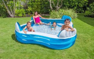 Vacanze super sicure con piscine da giardino, materassini e sofà gonfiabili…