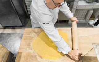 Lo chef pastaio Mendolia produrrà in Sicilia la sua pasta in ''camicia''