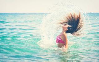 Volete sapere come mantenere i vostri capelli belli e sani in estate?