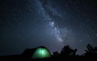 Campeggiare all'area aperta con la tenda giusta per voi