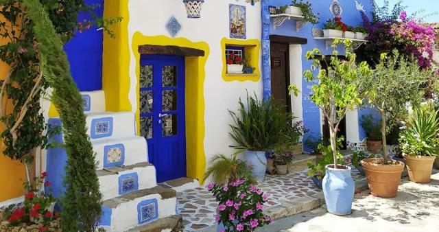 Una variopinta casa di Borgo Parrini