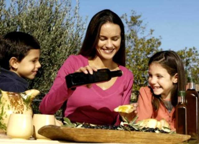 Il pane e olio rappresenta una merenda ideale, per tutte le tasche, semplice, gustosa e soprattutto sana.