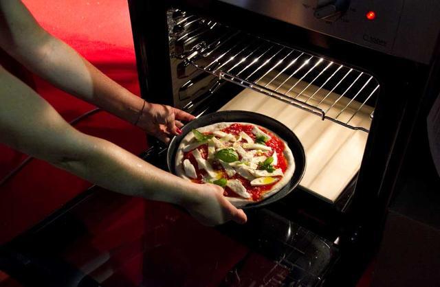 pizza_forno_casa_053332 NEWS - LA GIUSTA TEMPERATURA. IL SEGRETO PER PIZZA, PANE E DOLCI PERFETTI