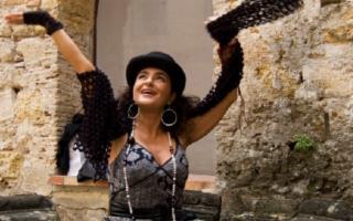 Al Teatro Greco di Tindari, Aida Satta Flores e i Radiodervish in ''D'Istanti''