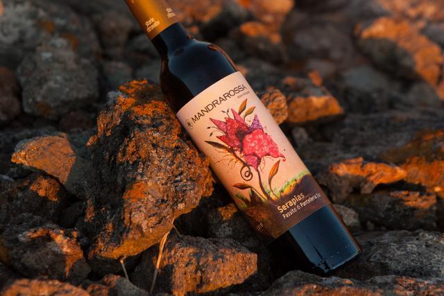 Una bottiglia di Passito di Pantelleria DOC Serapias