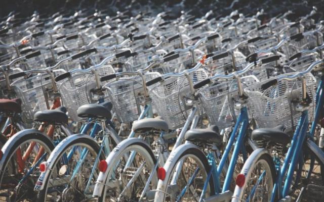 Tutti a pedalare! Nel 2021 è boom di biciclette ed eBike
