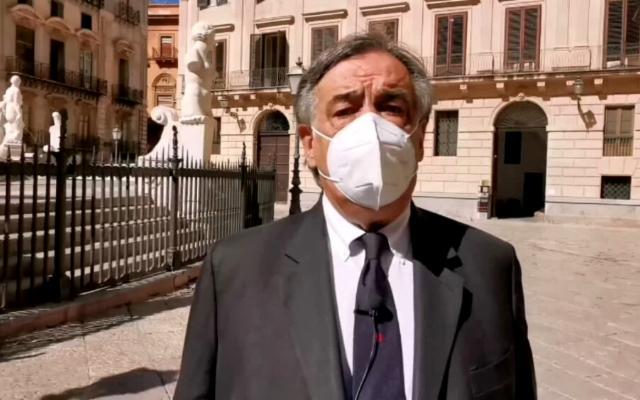 Il sindaco Orlando fa dietrofront: le scuole a Palermo restano aperte