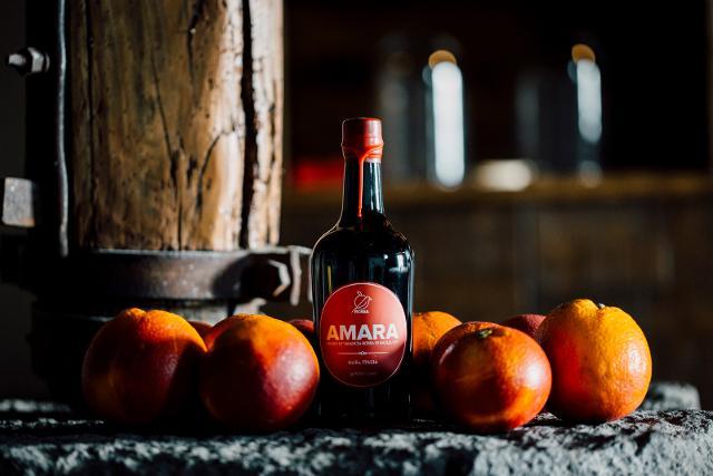 Un'eccellente Arancia Rossa di Sicilia IGP per un Amaro Amara unico